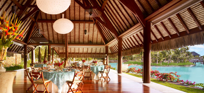 Four-Seasons-Bora-Bora-overwater-restaurant