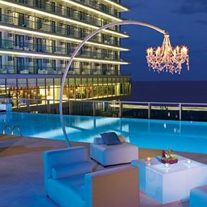 Secrets the Vine - pool lounge