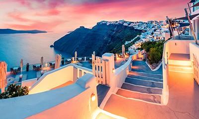 10 reasons to minimoon in Santorini